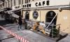 Стена дома обрушилась на людное летнее кафе в Петербурге и раздавила его