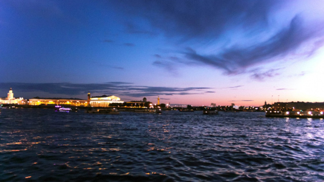 Петербург вошел в топ-3 популярных городов России для влюбленных