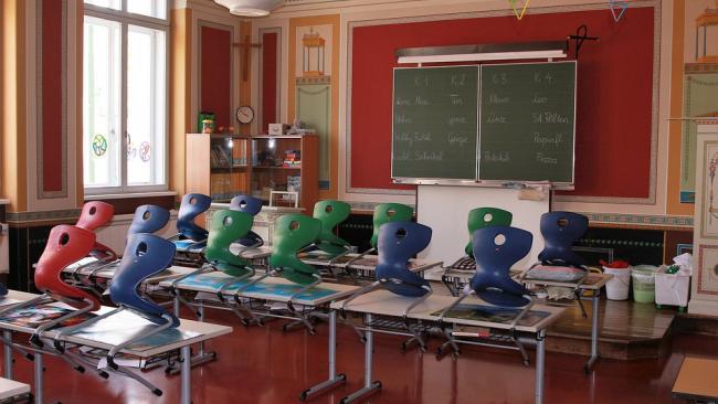 Минпросвещения не планирует досрочно завершать учебный год в школах из-за COVID-19