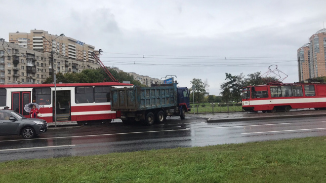 Грузовик и трамвай не поделили дорогу на Турку