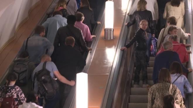 """Люди задыхаются от густого дыма на станции метро """"Проспект Вернадского"""""""