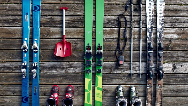 Петербуржцы смогут бесплатно провозить лыжи и сноуборды в электричках