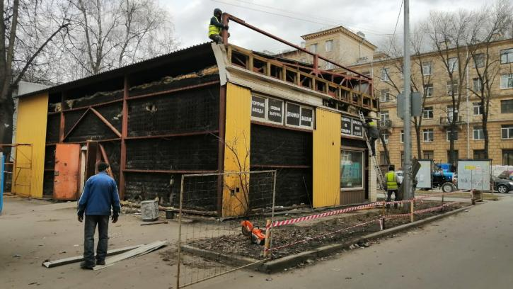 В трех районах Петербурга освободили 4 земельных участка от незаконных торговых павильонов