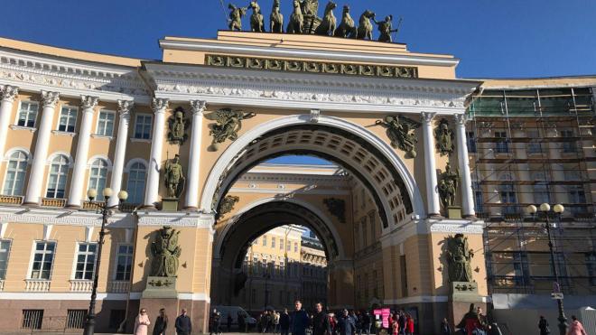 """""""Водоканал"""" установит более 40 туалетов на Дворцовой площади в день парада"""