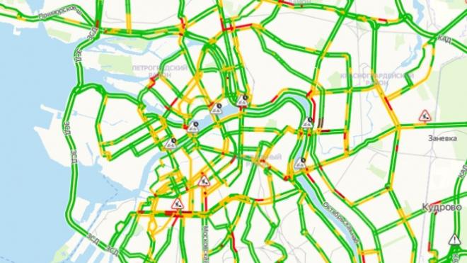 Утром в среду на дороги Петербурга вернулись пробки