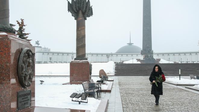 Матвиенко возложила цветы к памятной стеле Ленинградскому фронту