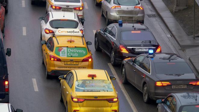 Таксисты поймали коллегу, который рукоблудил при пассажирке в Петербурге