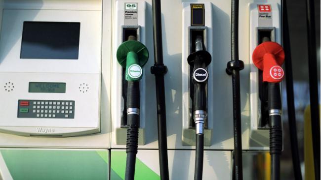 ФАС посоветовала нефтяным компаниям заморозить цены на бензин до Нового года