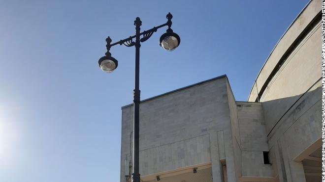 На площади у здания РНБ на Московском проспекте установили новые фонари