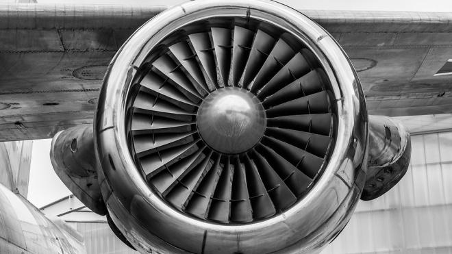 Летевший в Петербург самолет вернулся в аэропорт Казани