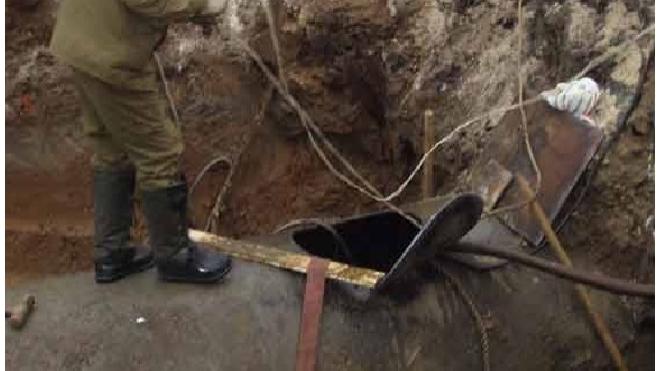 Рабочего погребло заживо при ремонте трубопровода