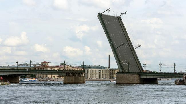 Ремонт Литейного моста закончился на неделю раньше сроков