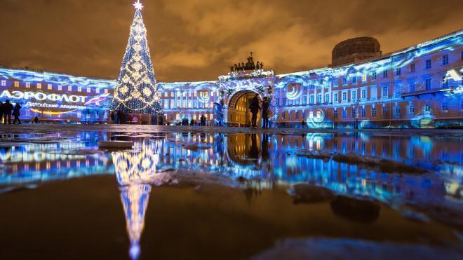 На новогоднее оформление Петербурга в этом году потратят в два раза меньше