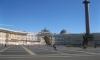 Туристы растащили на сувениры 20 квадратных метров Дворцовой площади