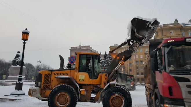 За неделю с улиц Петербурга вывезли 16 тысяч кубометров снега