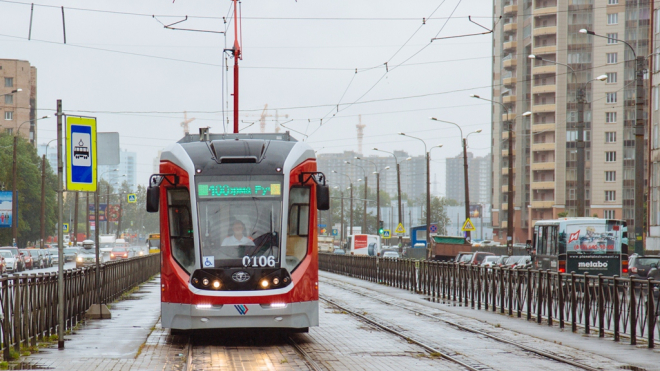 Новые трамваи на 300 человек выйдут на 100-ый маршрут в Петербурге