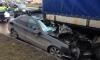 Mercedes залетел под фуру на Вербной улице: есть погибшие