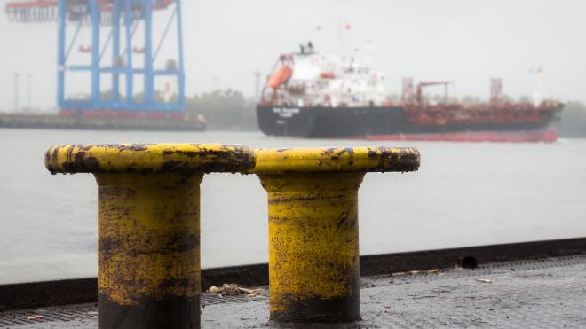 МЧС опровергло информацию об обрушении крыши в Морском порту Петербурга