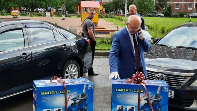 Четверняшки Морозовы из Петербурга отмечают свой первый день рождения