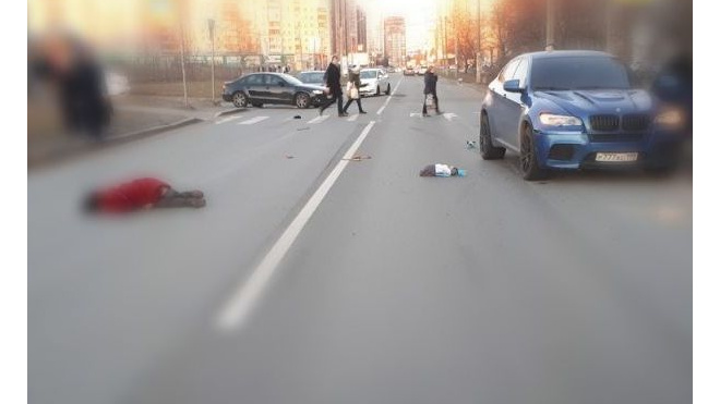 На Камышовой улице элитная BMW X6 насмерть сбила 60-летнюю петербурженку