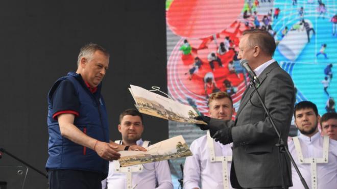 Петербург подарил Ленобласти детские и спортивные площадки