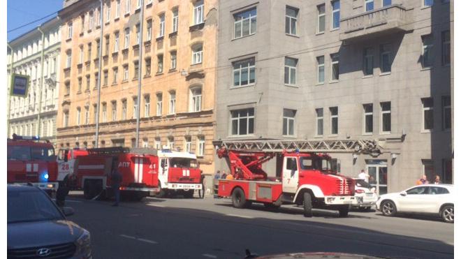 Пожарные службы локализовали пожар в бизнес-центре Петербурга