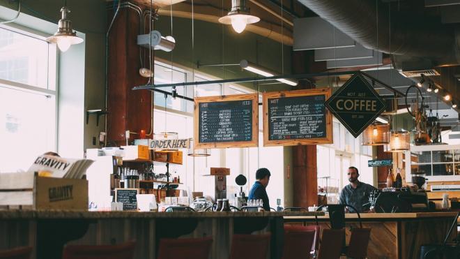 Смольный может закрыть почти 400 кафе и магазинов за несоблюдение коронавирусных правил