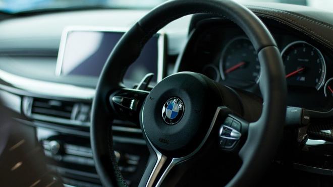 В Петербурге у бармена угнали BMW X7 за 6 млн рублей