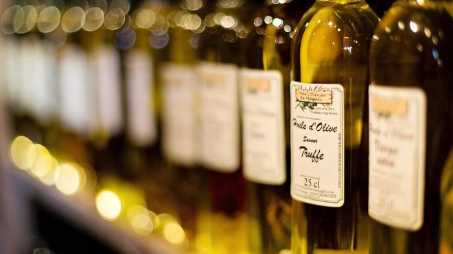 В девяти районах Петербурга и области незаконно торговали спиртным