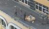 На Суздальском подростки скидывают с крыши стройматериалы