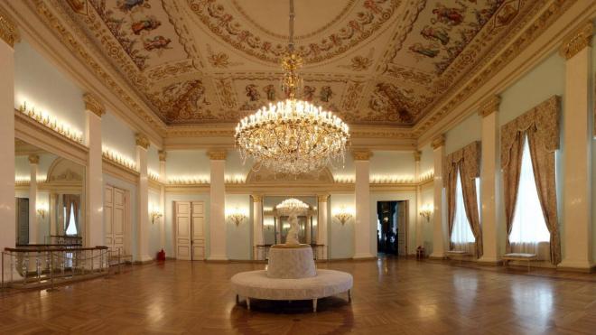 В Юсуповском дворце открылась выставка с картинами Гребенщикова