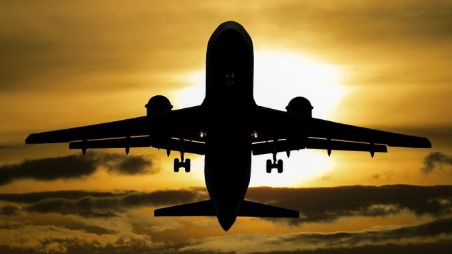 Пассажир рейса Махачкала - Петербург устроил на борту самолета драку