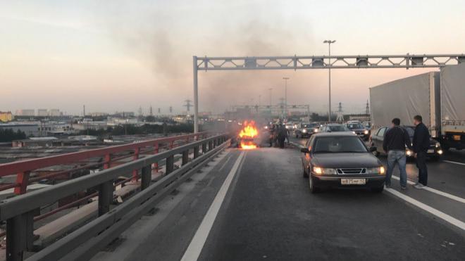 На КАД загорелся автомобиль