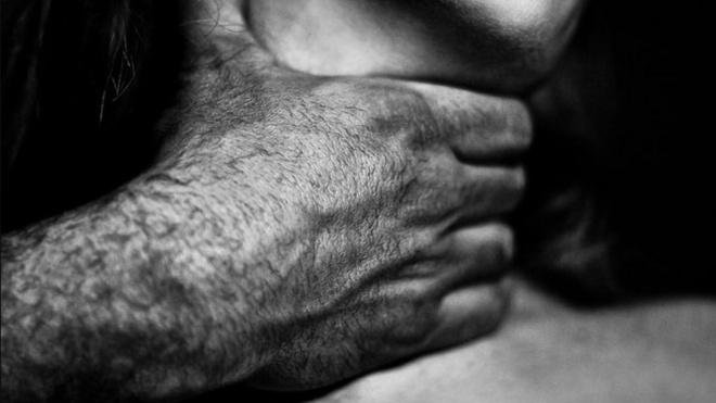 Полицейские задержали петербуржца, который задушил свою жену