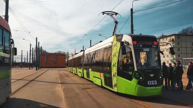 """Трамвай """"Чижик"""" обкатывает новый маршрут на Гранитной улице"""