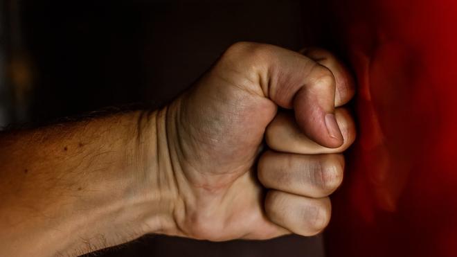 В Ленобласти мужчина умер от одного удара в шею