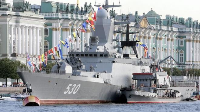 В Петербурге начался парад в честь Дня ВМФ