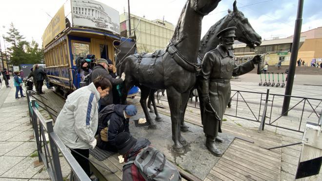 Запущенный памятник конке на Васильевском ушел с молотка за 11 тысяч рублей