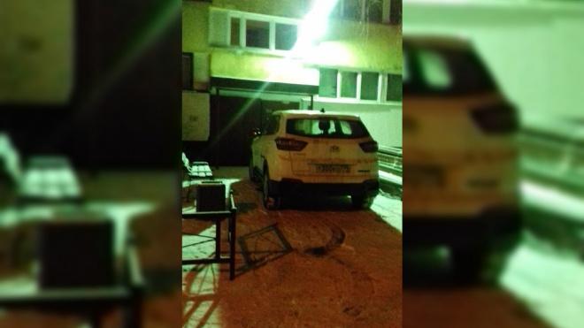 """Водитель каршеринга из Петербурга решил припарковаться """"поближе к дому"""""""