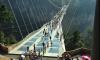 """Фото: над обрывом в Китае построили """"трескающийся"""" стеклянный мост"""