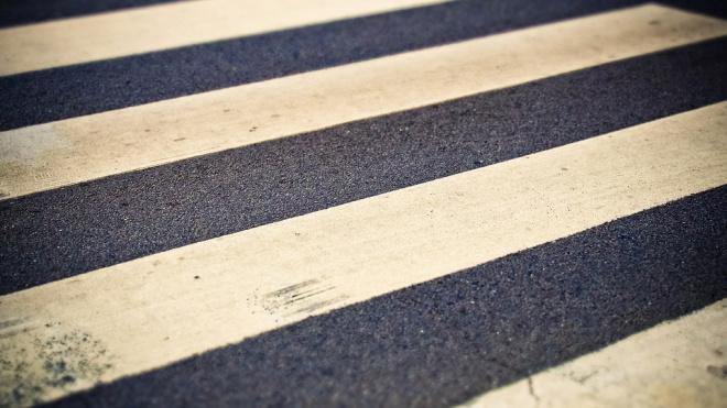 Двое несовершеннолетних попали под колеса автомобиля на Гражданском проспекте