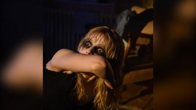 """Режиссер Эдгар Райт опубликовал первый кадр из психологического триллера """"Прошлой ночью в Сохо"""""""