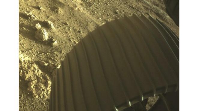 Американский ровер Perseverance показал цветные фото с Марса