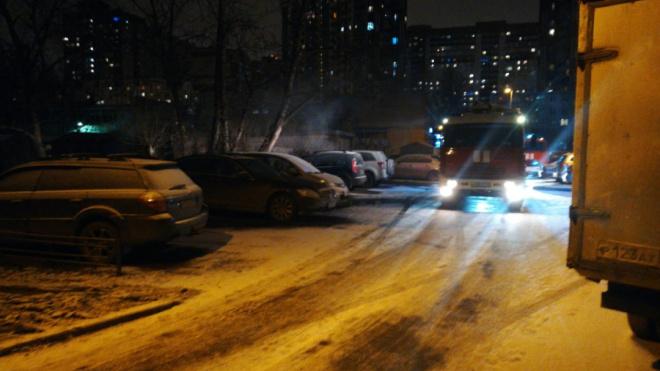 На Пулковской загорелись гаражные боксы