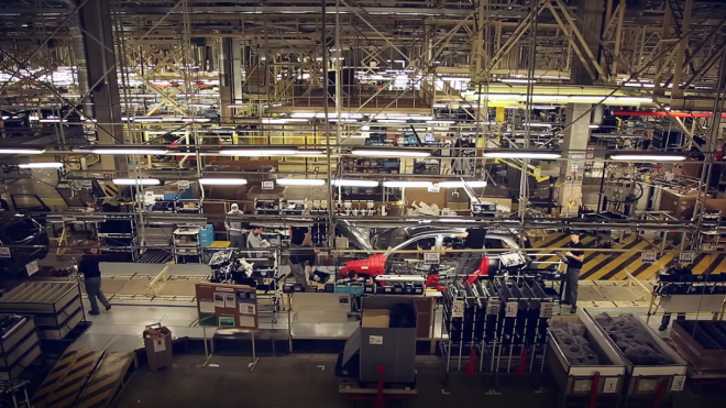 В  апреле производство автомобилей в Петербурге снизилось на 90%