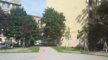 В Центральном районе ведутся работы по благоустройству сквера