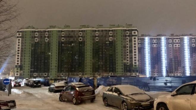 В жилой дом на Комендантском проспекте частично вернулось электричество