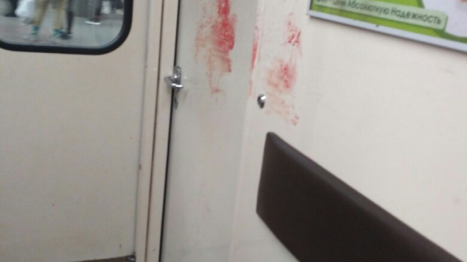 В петербургском метро неизвестный порезалпассажира прямо в вагоне