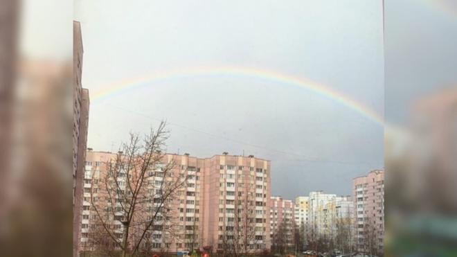 В Северную столицу заглянула первая весенняя радуга