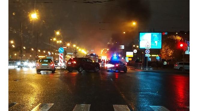 """Напротив """"Балтийского вокзала"""" сгорел автомобиль"""